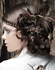 capelli raccolti – updo with feathers