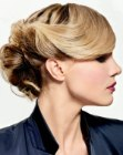 acconciature per occasioni speciali – updo with side bangs