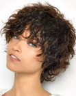 acconciature corte - curly wet look
