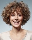 capelli corti - short hairstyle with small curls