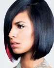 acconciature corte – black hair with a pink accent