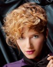 acconciature capelli corti – short hair curled with a flat iron