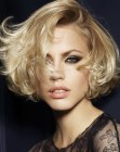 acconciature corte - short bob with curls