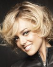 acconciature corte - short bob with big curls