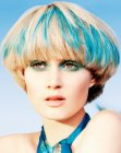 tagli corti – blonde with blue hair coloring