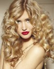 tagli lunghi - long blonde hair with curls