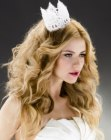 tagli di capelli lunghi - wedding hairstyle with crown