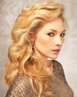 tagli lunghi - long golden blonde hair