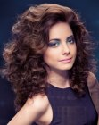 tagli capelli lunghi – long hair with small curls