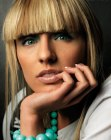 tagli lunghi trendy - blond blunt cut bangs