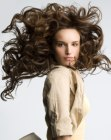 tagli per capelli lunghi – long hair with huge curls