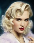 tendenze per capelli - retro look with curls