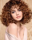 tendenze per capelli - medium length hair with spirals