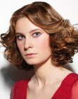 tagli moderni - medium bob with curls