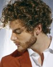 acconciature uomo – mens hair with bouncy curls